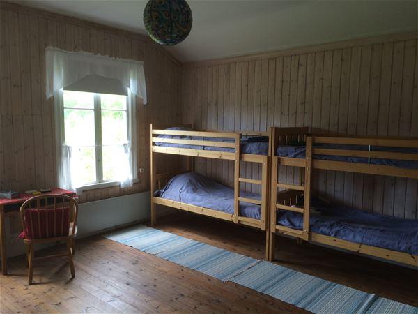Rum med våningssängar.
