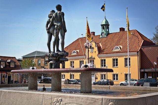 Ask & Embla - statue