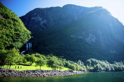 Sverre Hjørnevik - Fjord Norge, Vandretur langs Postvegen i Nærøyfjorden