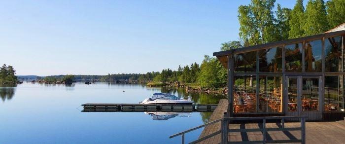 en fiskrestaurang med konferens- och festlokaler som ligger på gränsen mellan Gästrikland och Hälsingland
