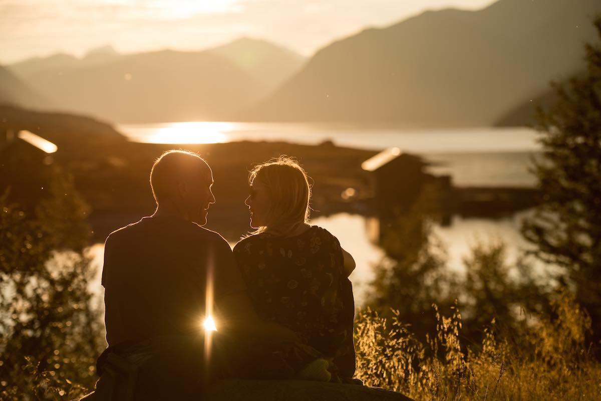 Terje Langeland ,  © Fjellfilmfestivalen , Avslappende stund i solnedgang