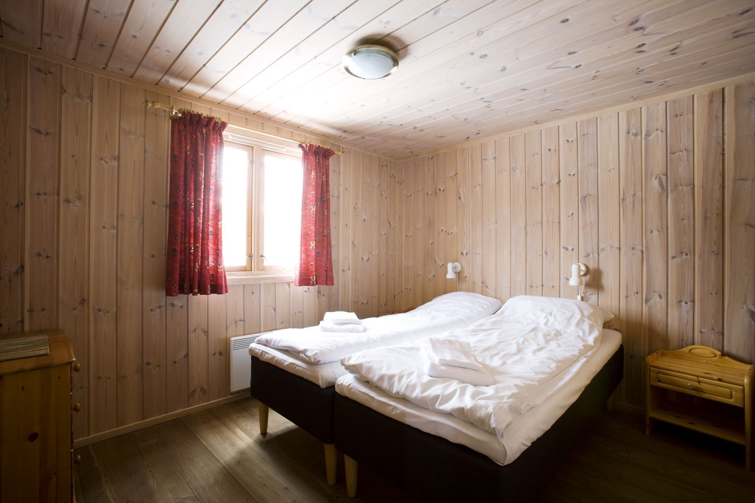 Soverom 1.etg. 10sengs/12sengs hytter / Bedroom ground floor 10 and 12 bed Cabins