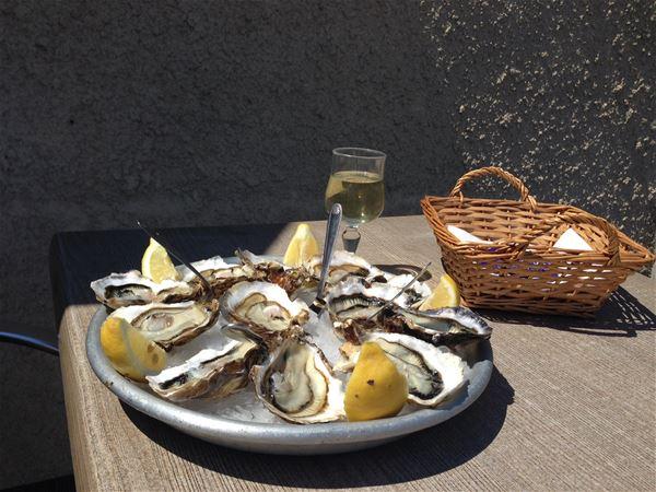 Entre vignobles et étangs : dégustation de vins et d'huîtres avec Montpellier Wine Tours
