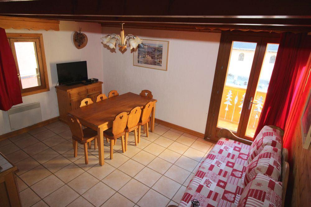 4 Room 8 Pers ski-in-ski-out / La Voute 3