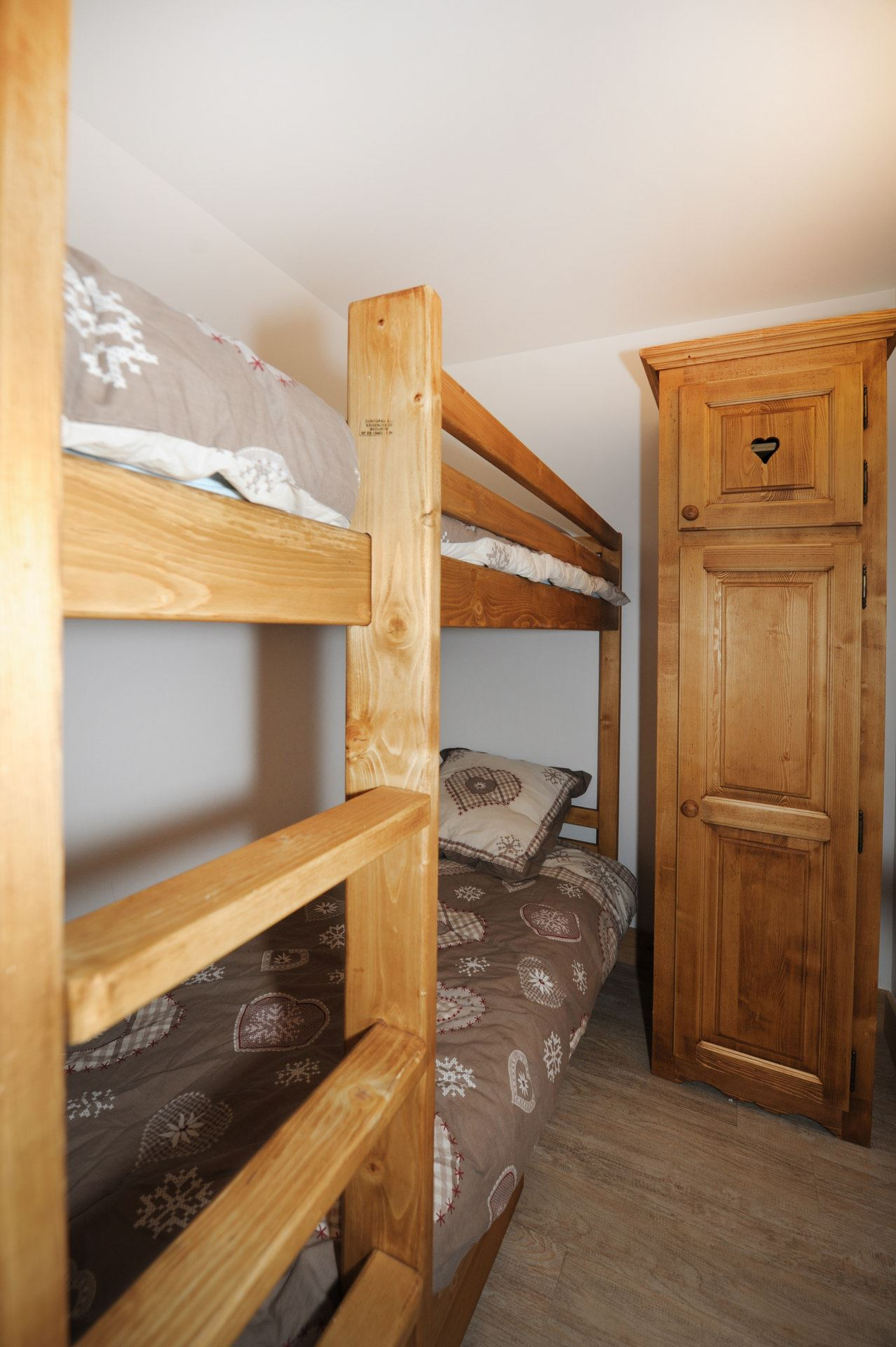 2 Rooms cabin 6 Pers ski-in ski-out / ALPAGES 4