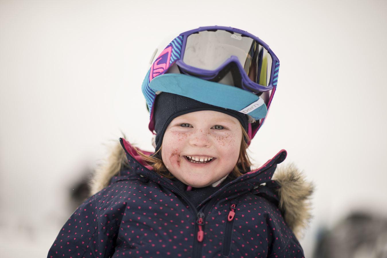 KIDS Ansiktsmaling og lek med skiskolen
