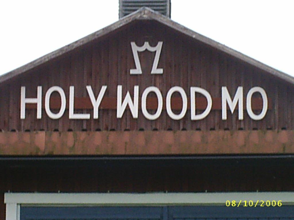 Utställning träskulpturer: HOLY WOOD MO