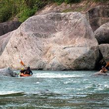 Kayaking, Guided Trips and Courses Class I or V rapids - Rio Cangrejal (half day)