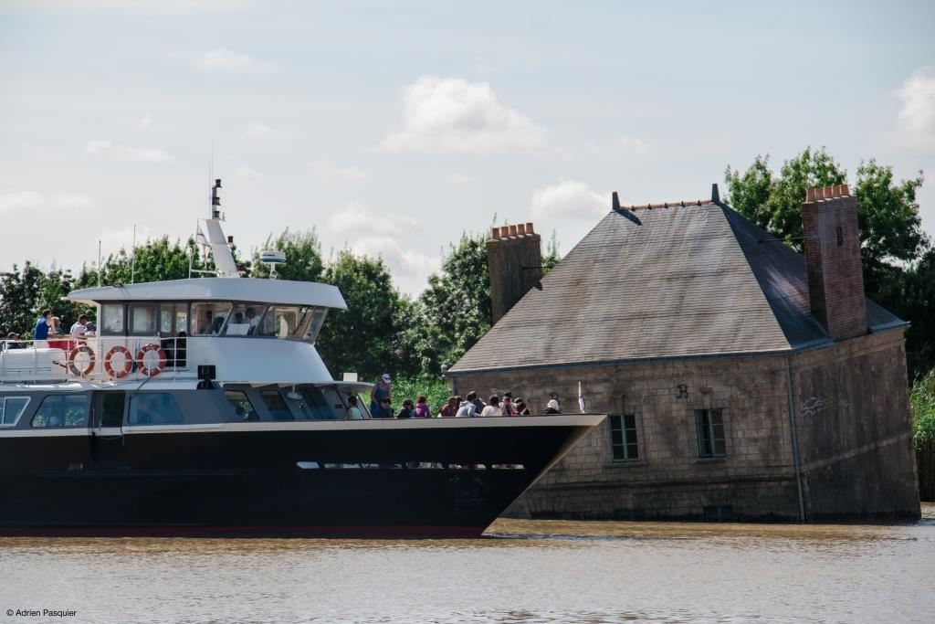 Estuary Cruise Nantes > Saint-Nazaire + discovering the Estuary artworks by coach