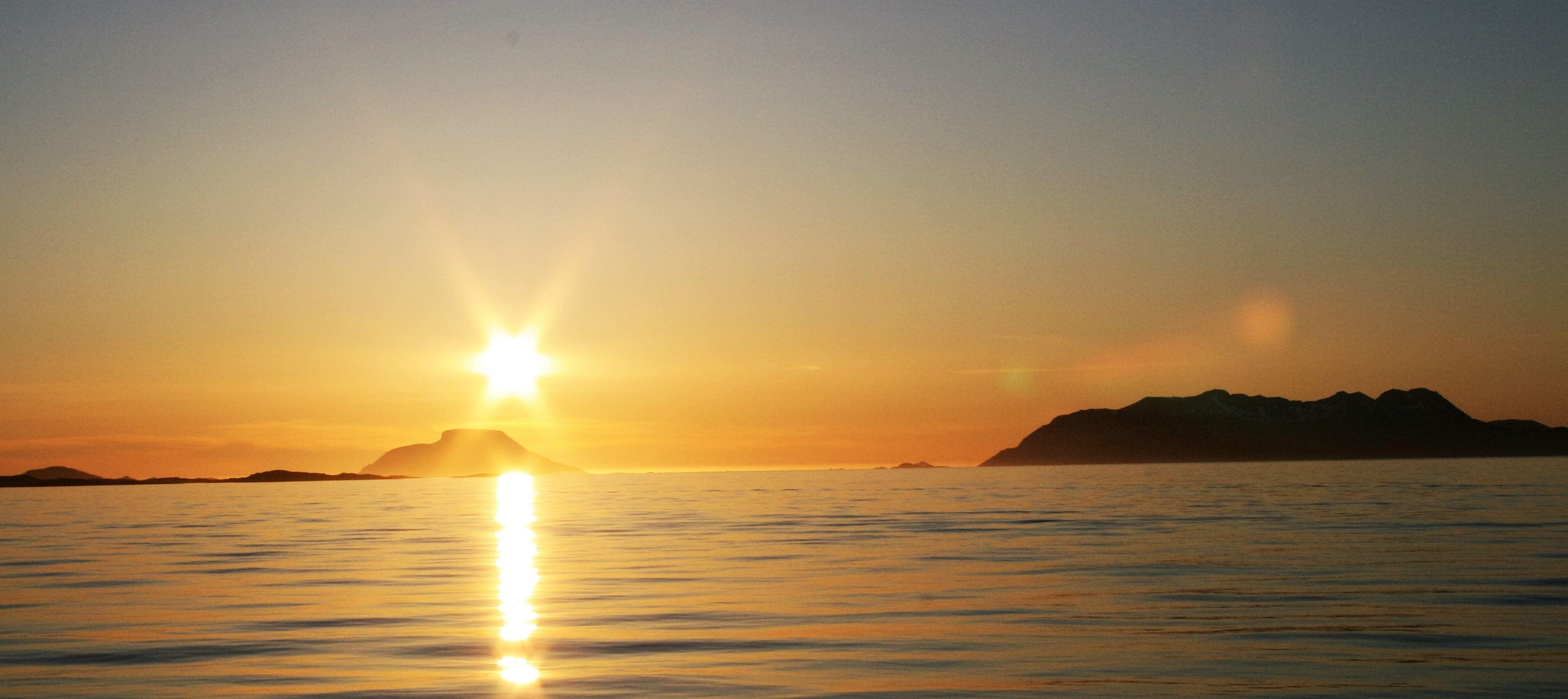 Opplev midnattssolen i den arktiske sommeren - Norfishinfo