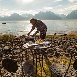 Basecamp Djupvik – Accommodation and nature-based experiences
