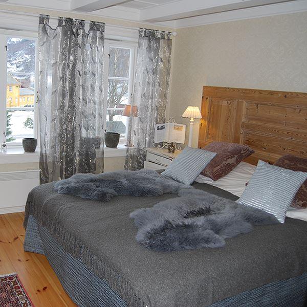 Karina Lange, Fretheim Hotel