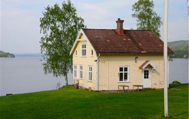 Borås - Beach villa 5 minutes from Borås Athletics Arena and 10 meters from Öresjö. - 1153