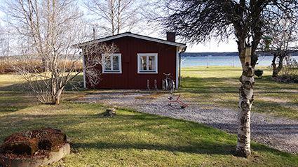 Stuga med havsviksutsikt nära centrala Hudiksvall
