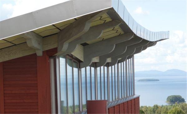 Inglasad veranda med utsikt över Siljan.