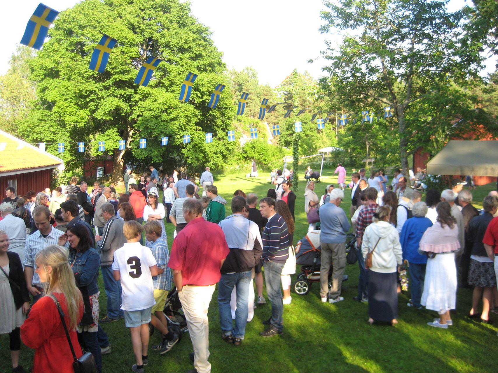 Midsummer celebrations in Västrum