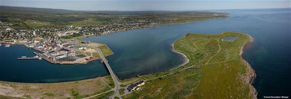 Flyfoto over Vadsø på sommerstid