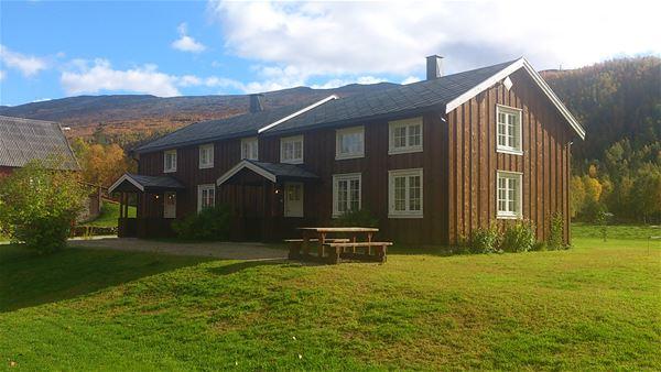 Furuheim gård,  © Furuheim gård, Tømmerstua på Furuheim gård