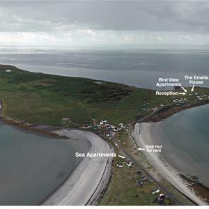 Dette bildet er tatt fra luften. Det er tatt med overblikk over Ekkerøy for å vise hvor leilighetene ligger.