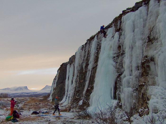 Isklättring på vertikal is (eftermiddag)