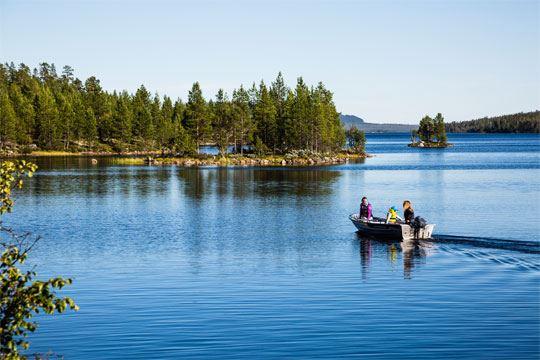 Bild på båt i Lofssjön