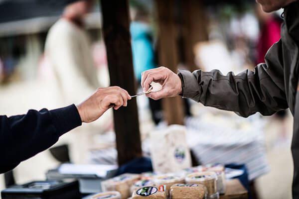 Foto: JHT,  © Copy:JHT, Personer som smakar ost