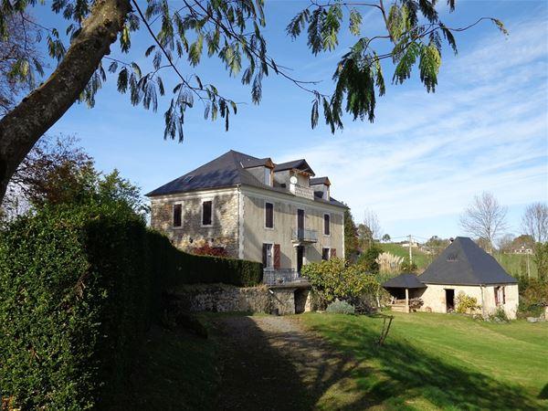 © OT, HPG99 - Maison de caractère à proximité de Lourdes