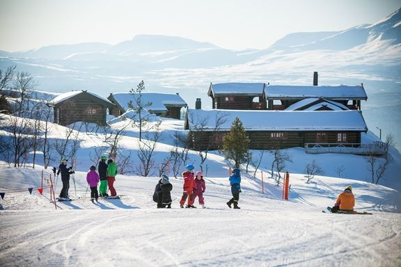Downhill skiing in magical surroundings - Målselv Mountain Village