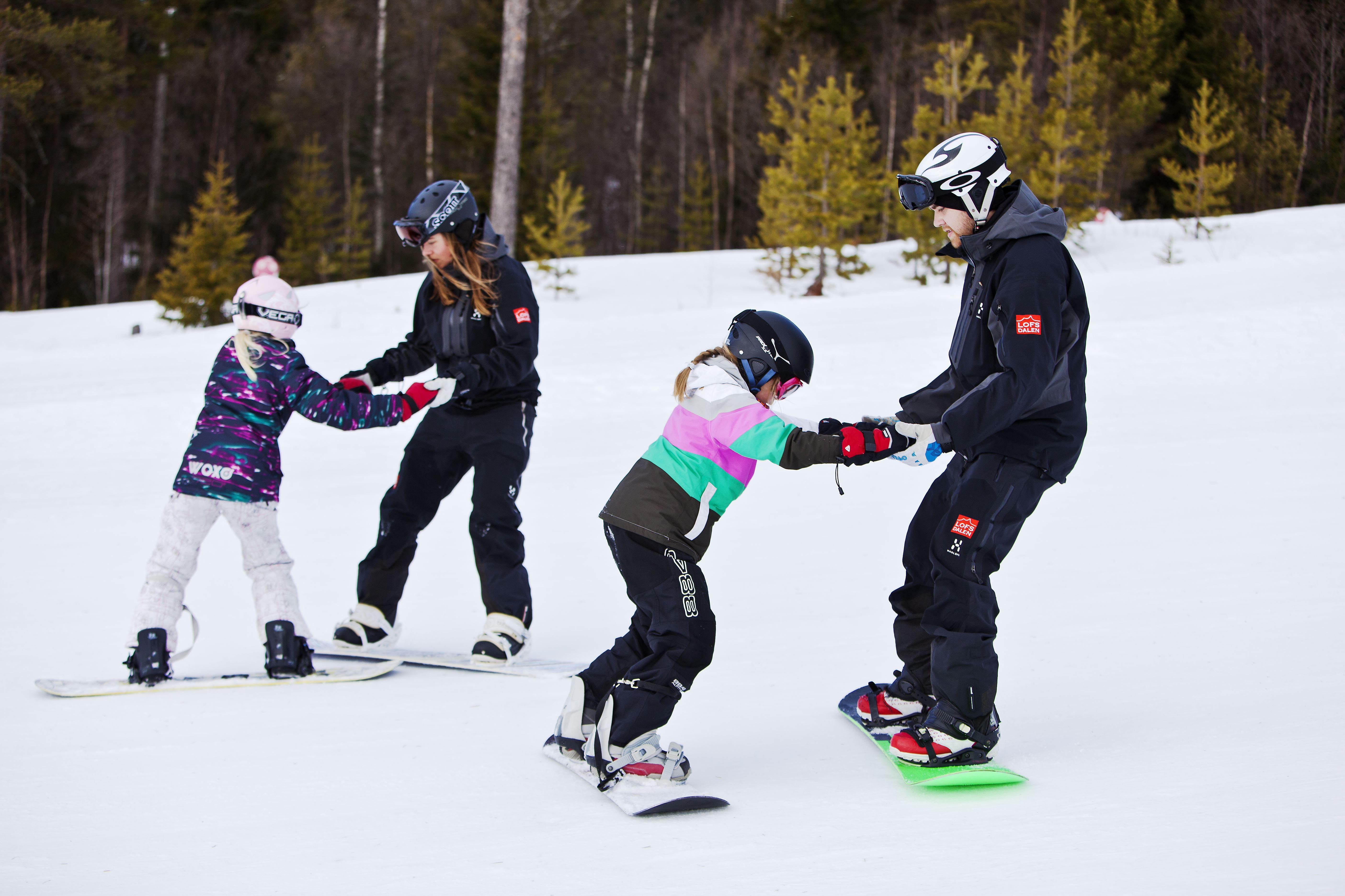 Barn i snowboardskola