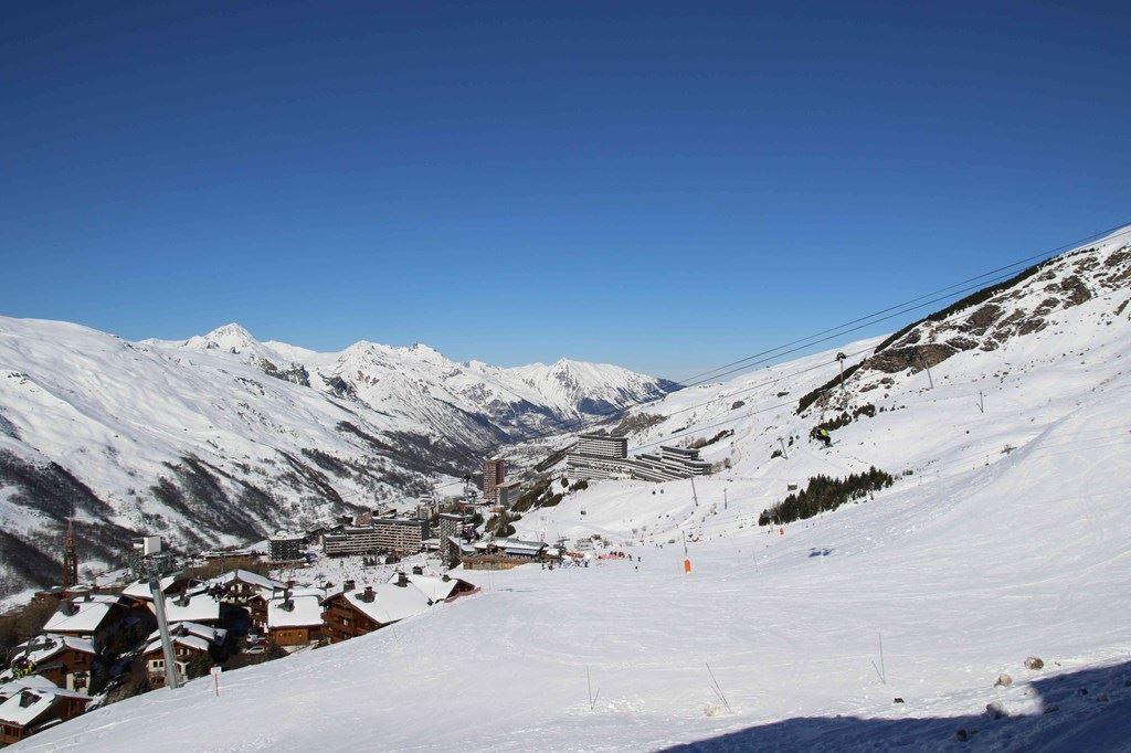 2 Pièces 4 Pers skis au pieds / NECOU 305