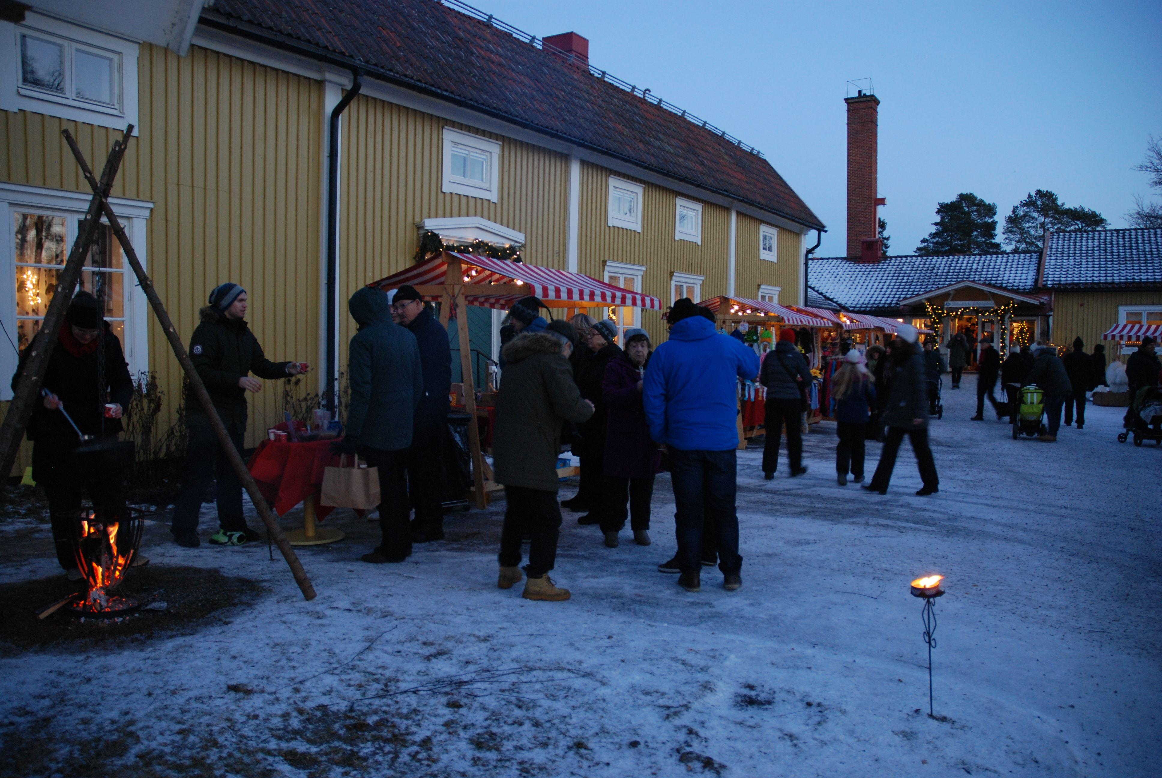 Jul på Strömbäck - marknad