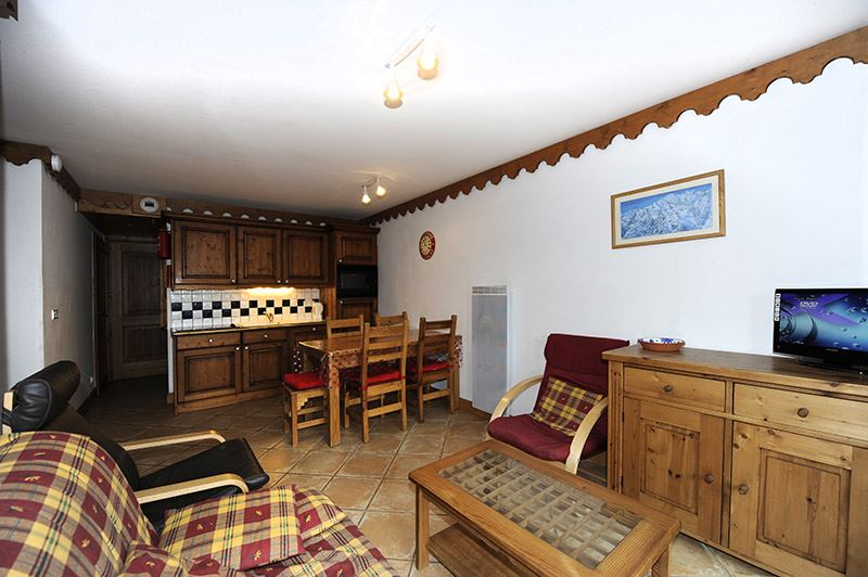 3 Rooms 6 Pers ski-in ski-out / HAMEAU DES MARMOTTES B2