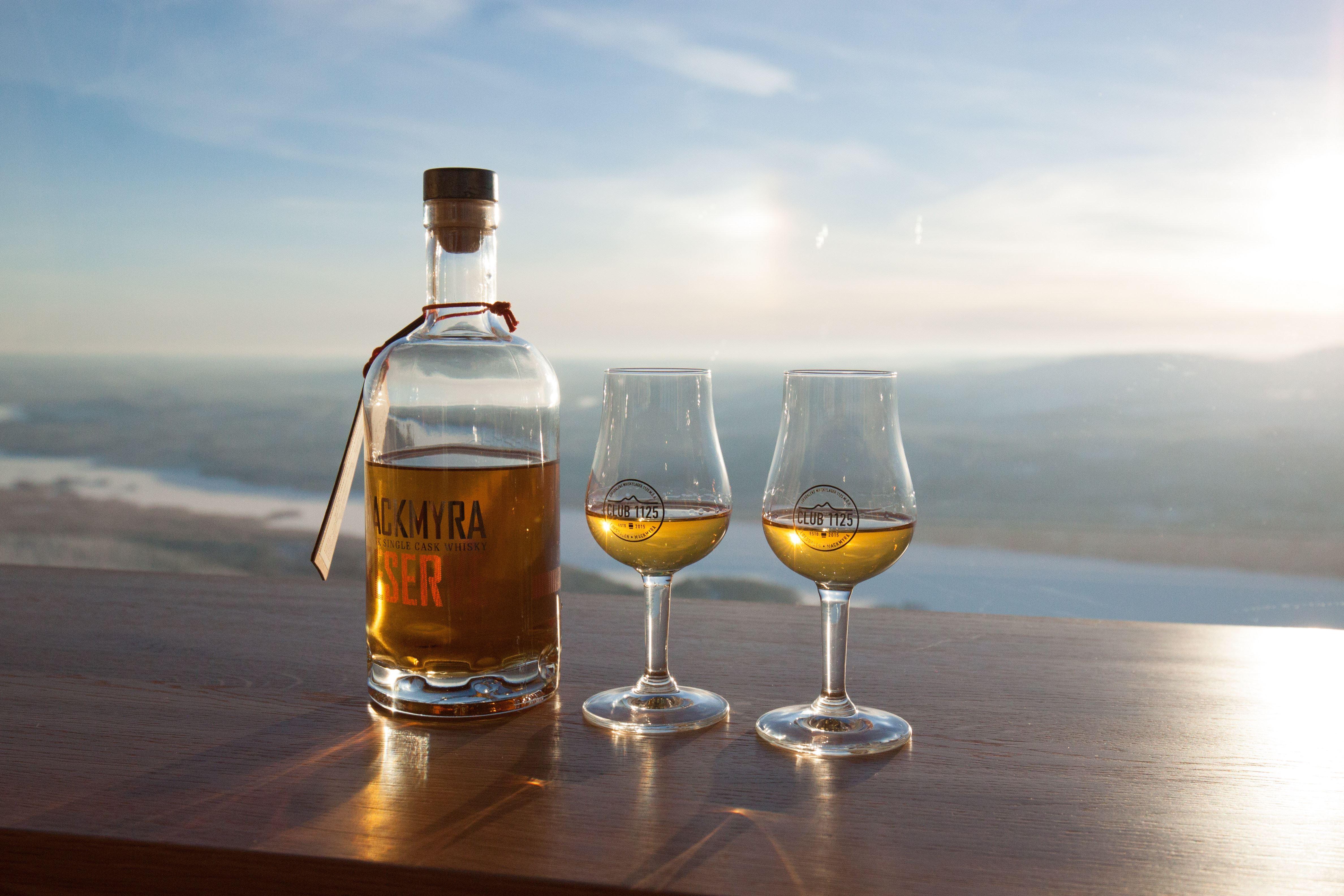 2 Whiskyglas vid utsikt
