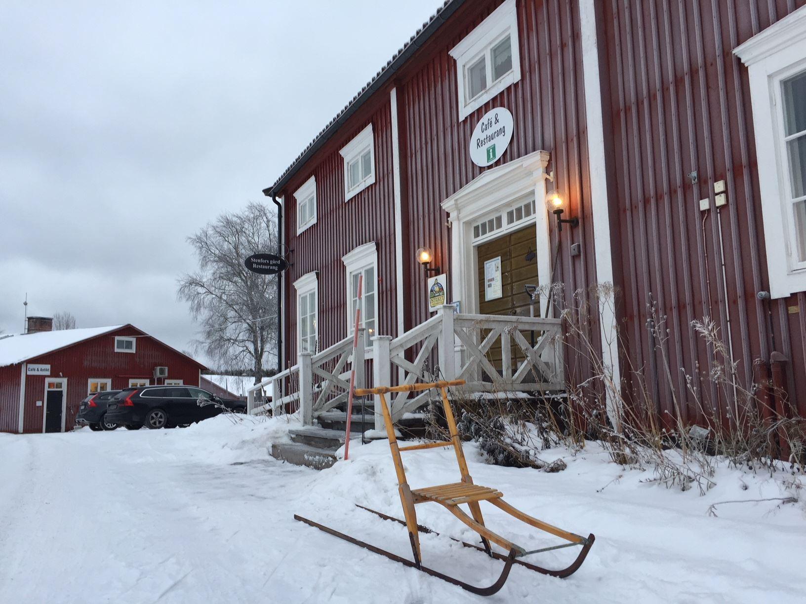 Stenfors Gård – Antiikkihallit ja kirpputori