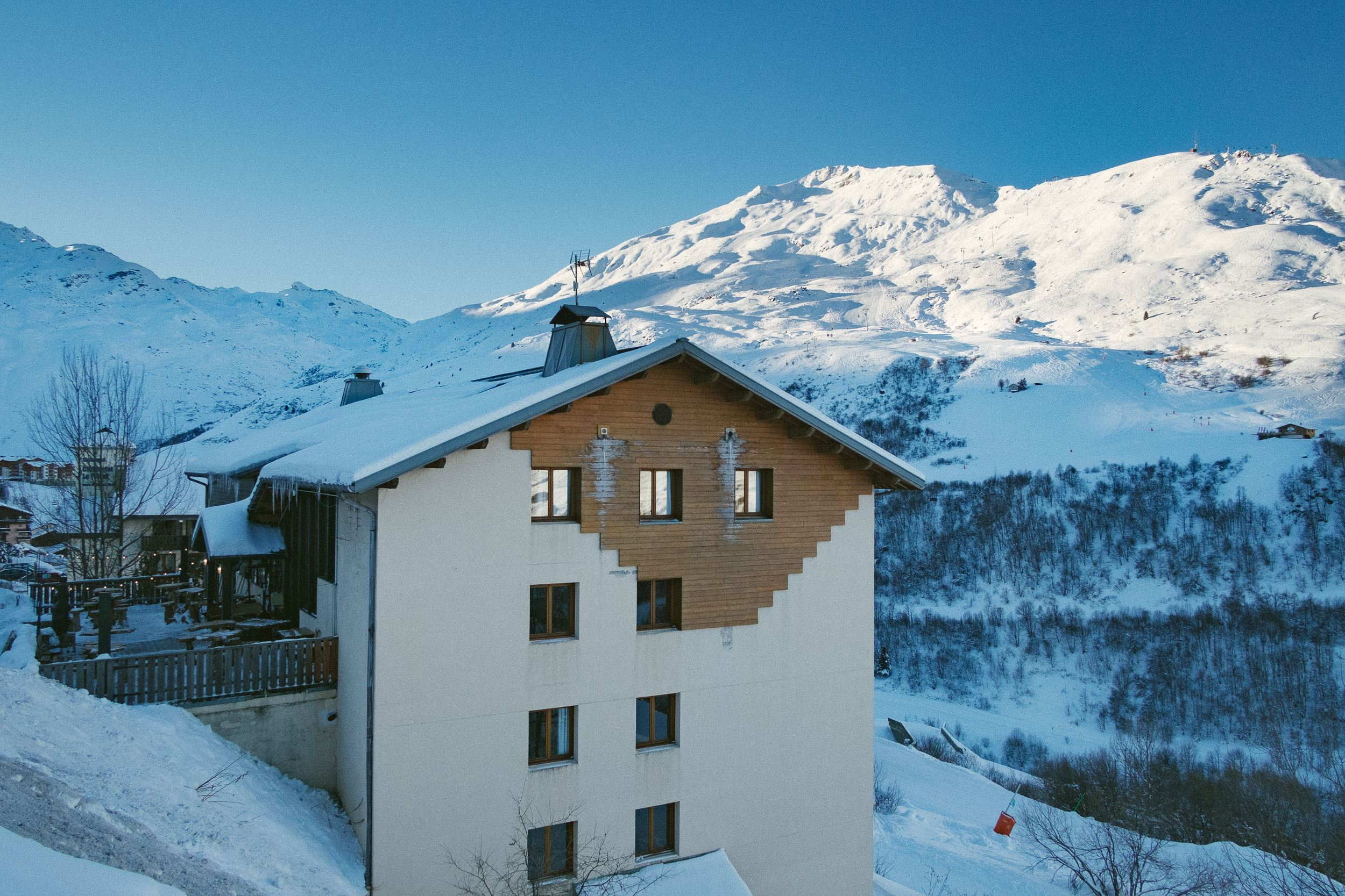 Ski-in ski-out hotel / HO36 LES MENUIRES