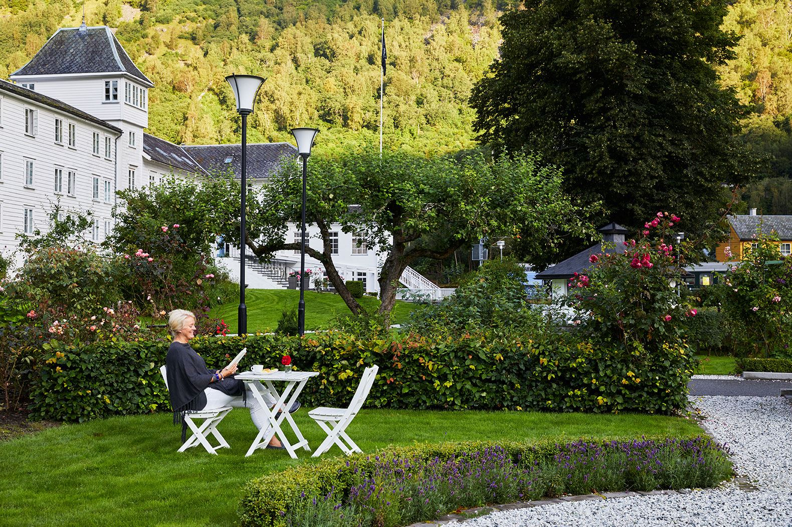 Ragnar Hartvig 2017, Fretheim Hotel, rose garden