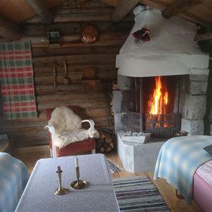 Kolstad Gard: Overnatting i tradisjonsrike omgivelser i Lesja