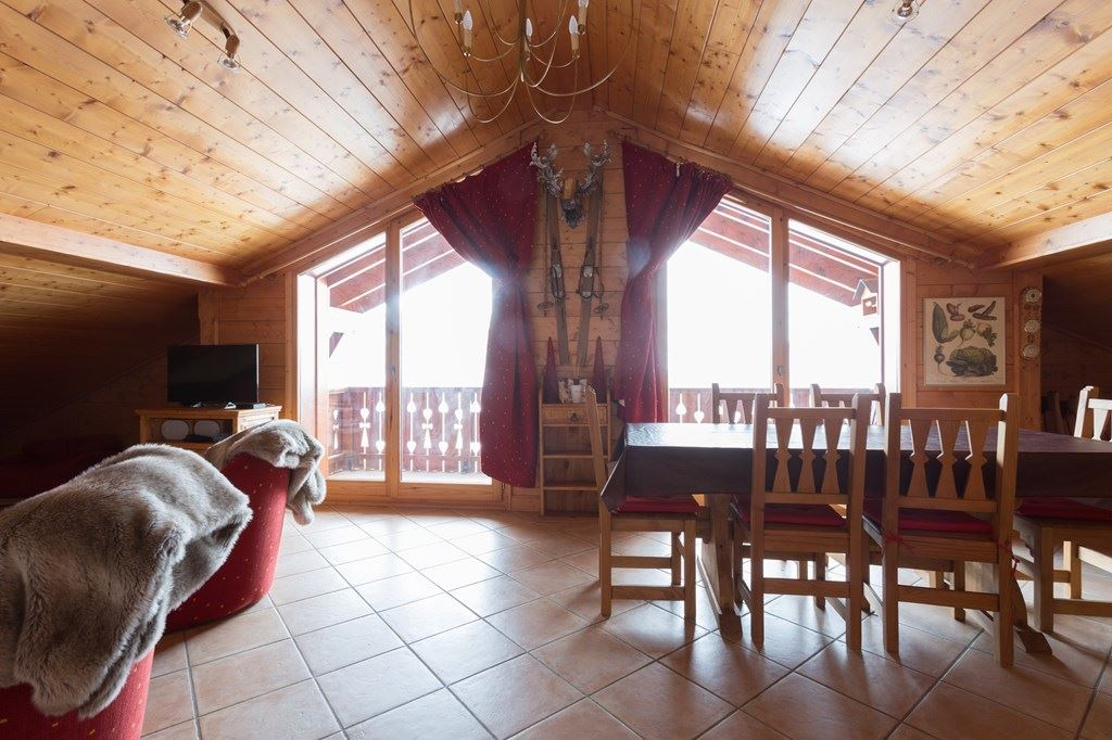 4 room 8 Pers ski-in ski-out / MARMOTTES B13