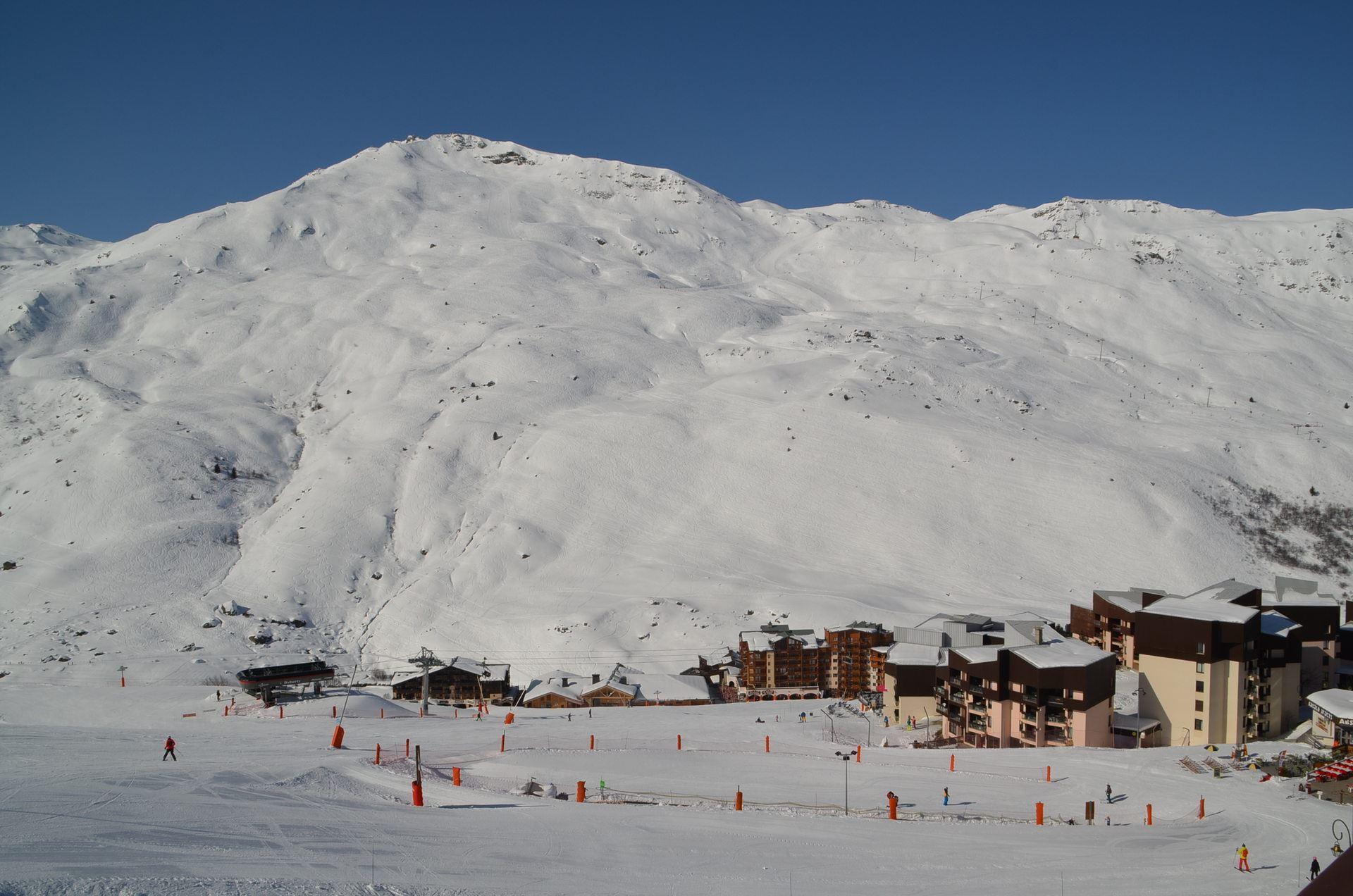 5 Pièces 8 Pers skis aux pieds / BOSSON 401