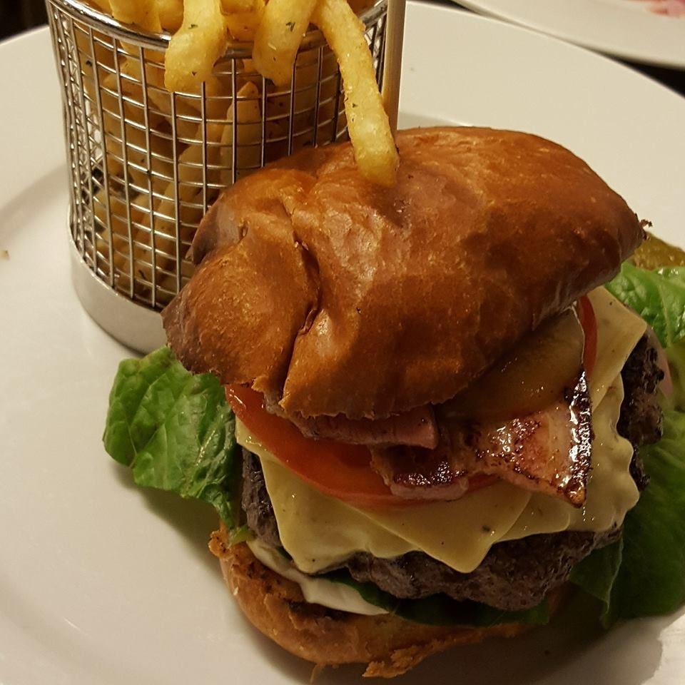Eat & Meet restaurang och bar i söderhamn