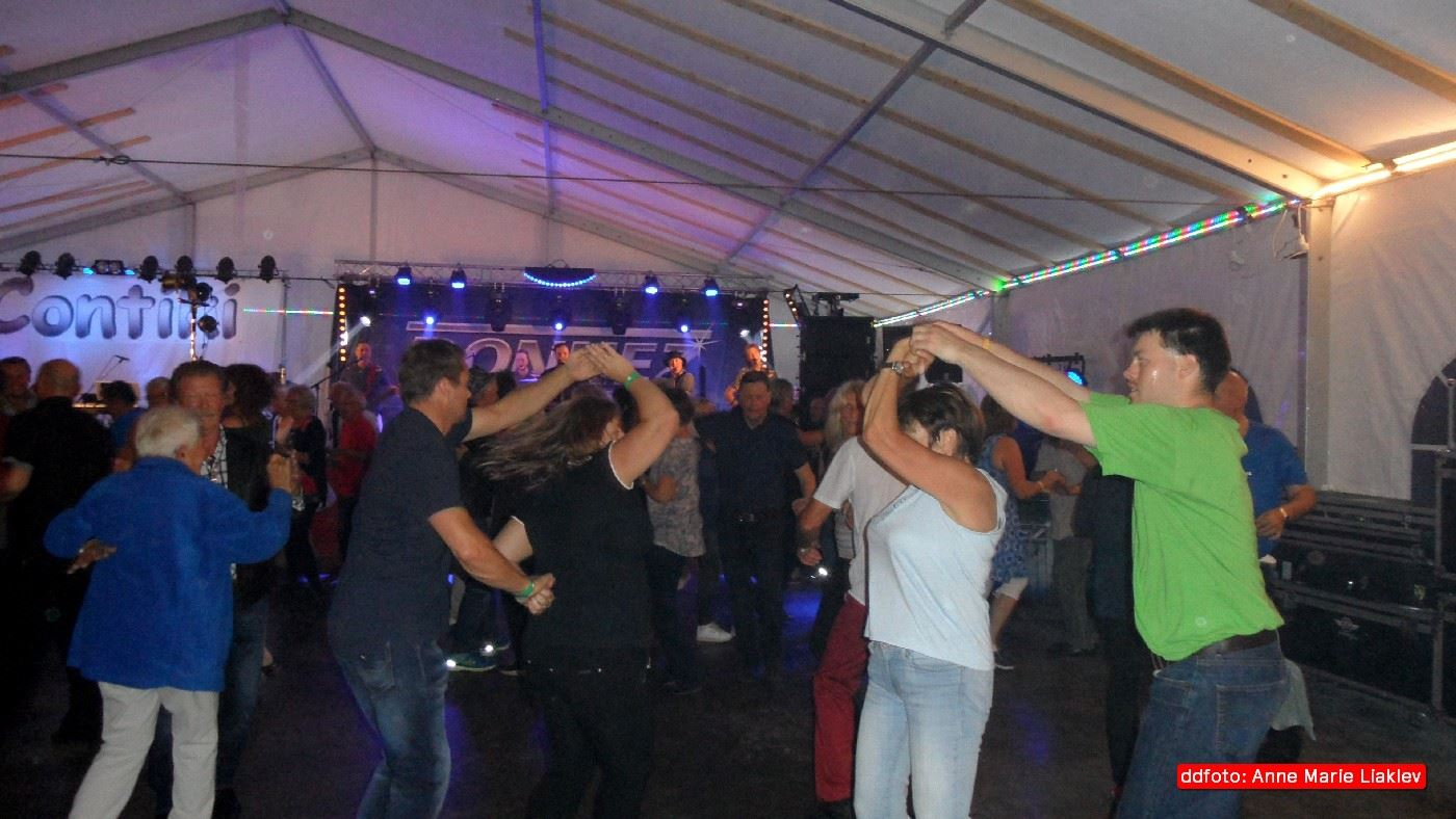 Dance festival with live band