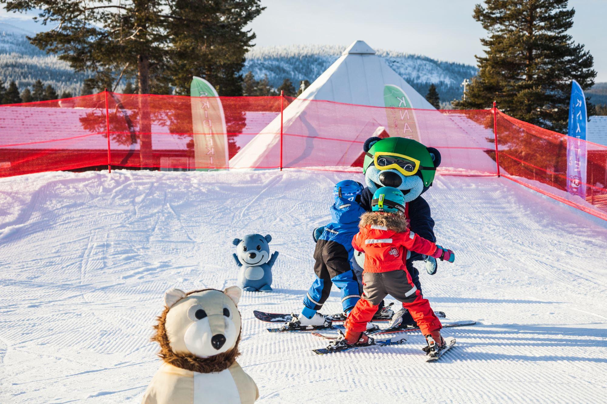 Loffe busar med barn i Snölandet