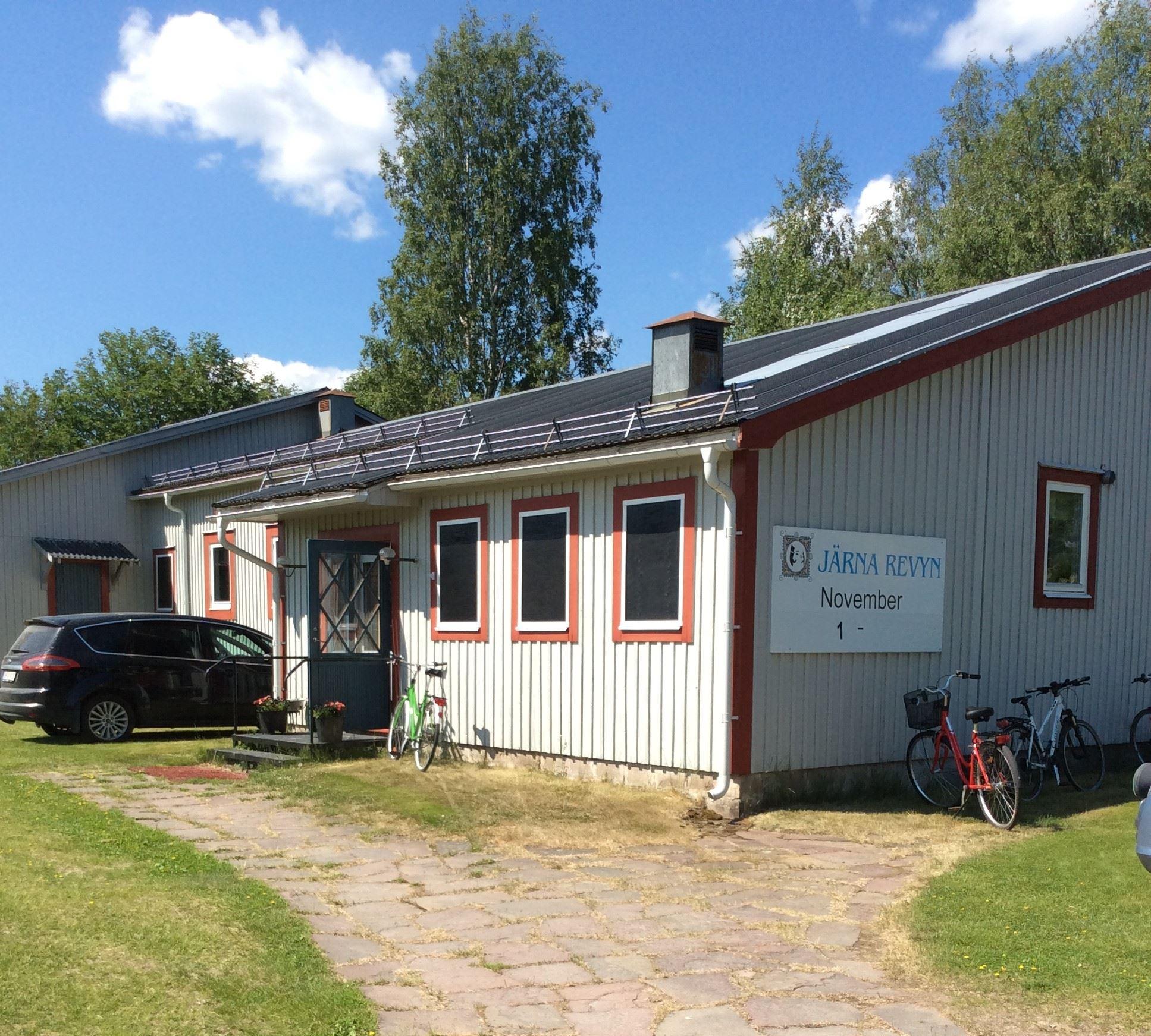 Evenemangsboende i Dala-Järna. Logi på hårt underlag.