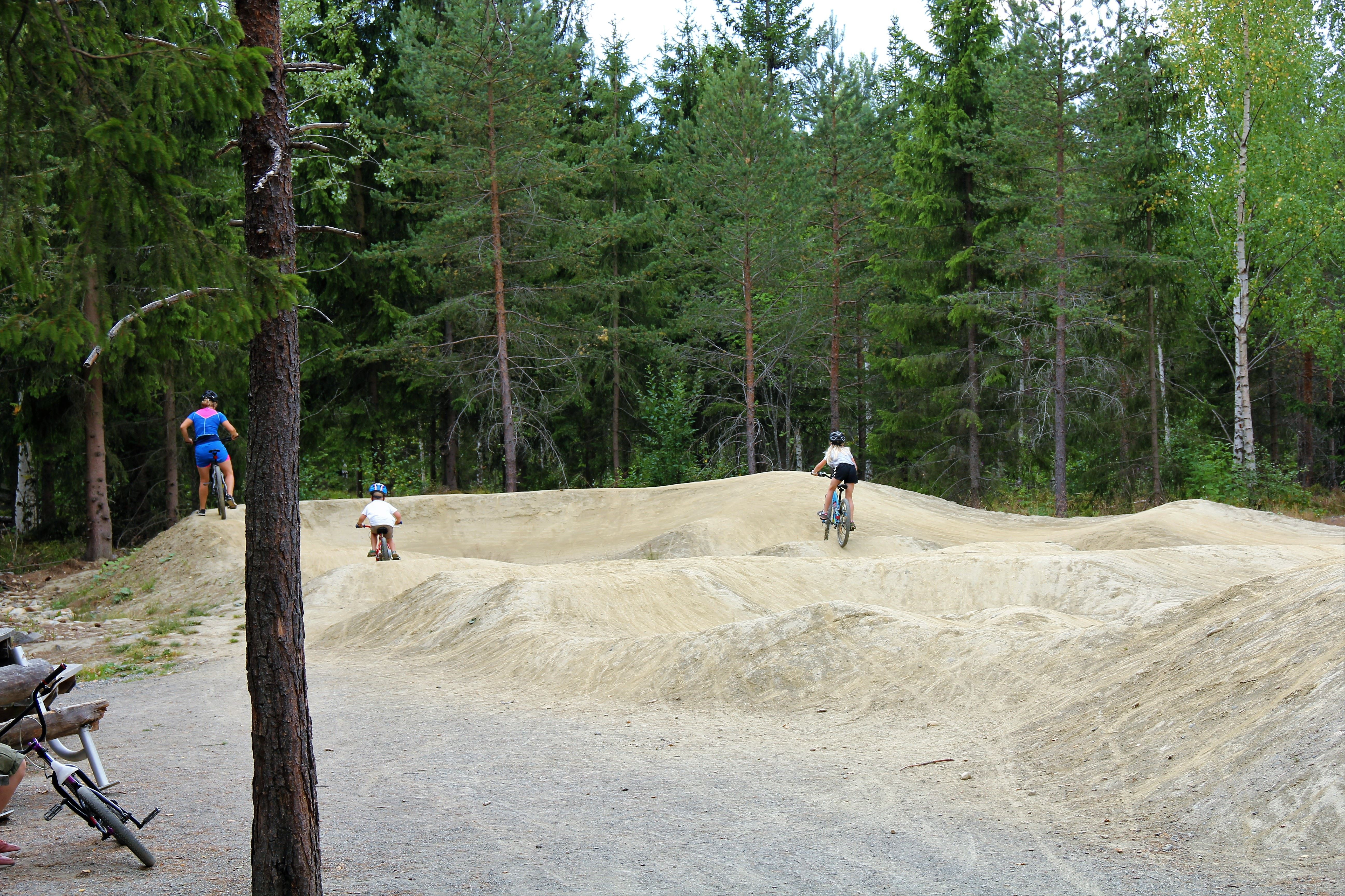 Pump track course