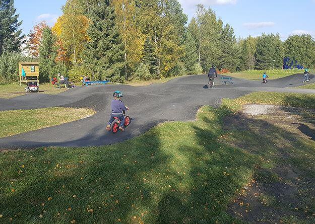 Foto: ,  © Copy: , Barn som cyklar