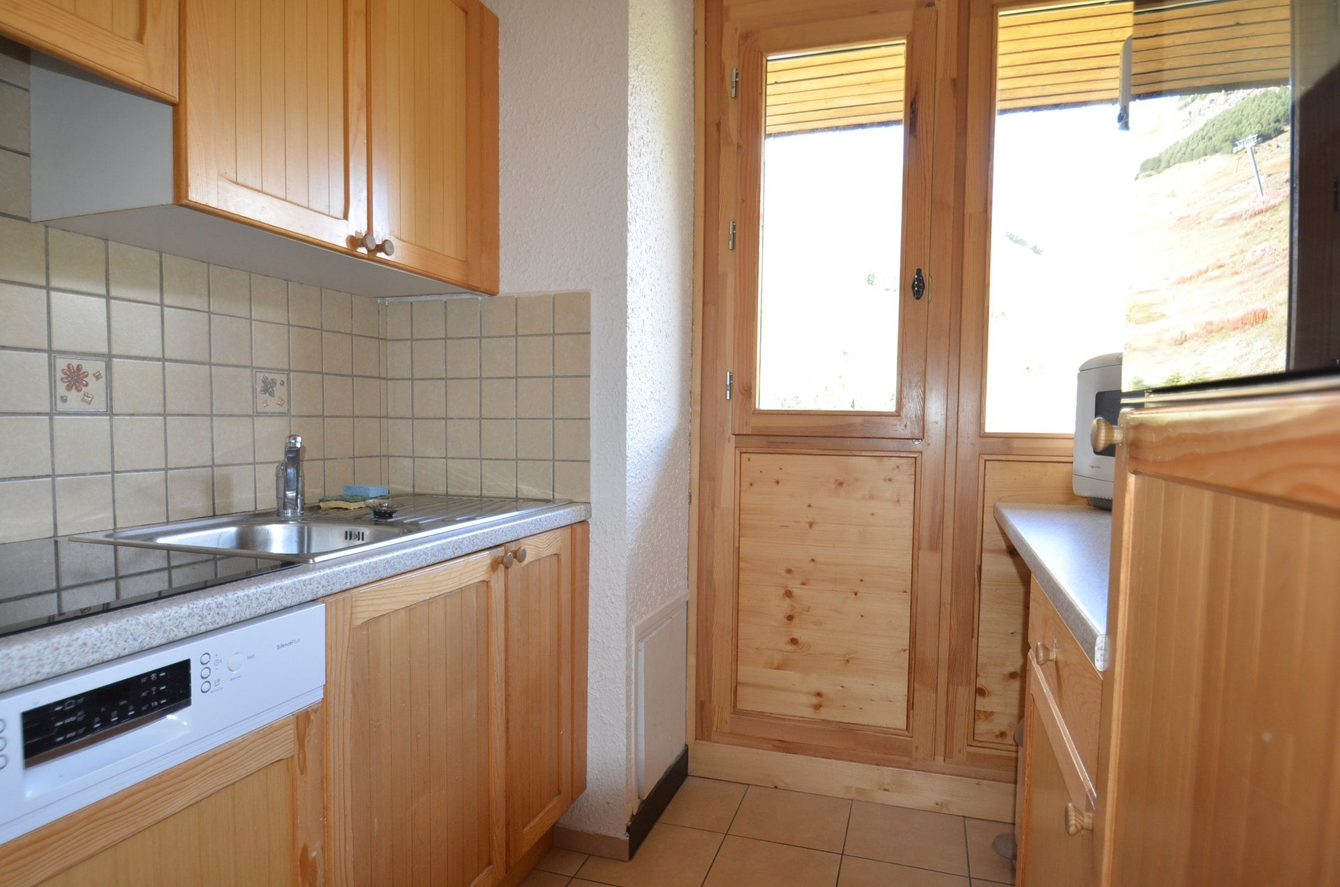 3 Rooms 8 Pers ski-in ski-out / PELVOUX 106