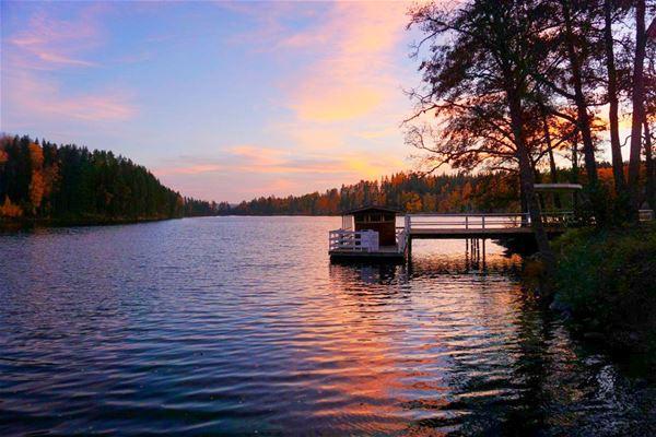 Solnedgång över sjön Barken.