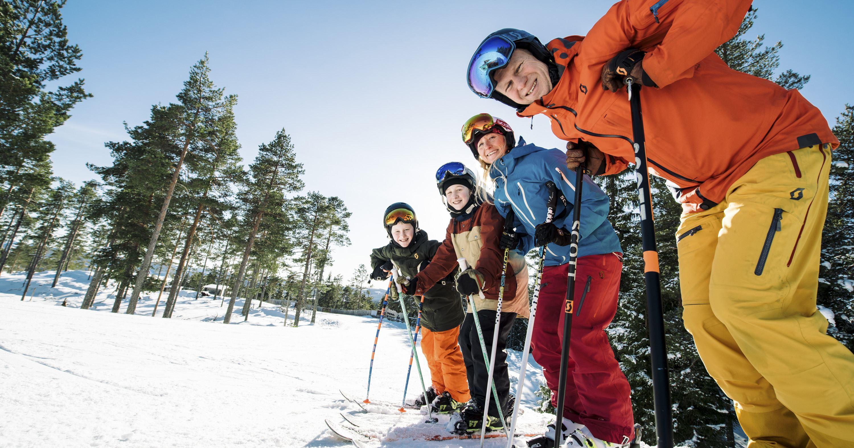 Fredrik Fransson, Skidåkning i 20 nedfarter, med 8 liftar och 4 rullband. Järvsöbacken är en av Sveriges största anläggningar för skidåkning med över 227.000 besök 2018. Vår största nyhet 2019 är vår 6-stols expresslift på södra sidan av berget som på rekordtid tar oss till toppen!