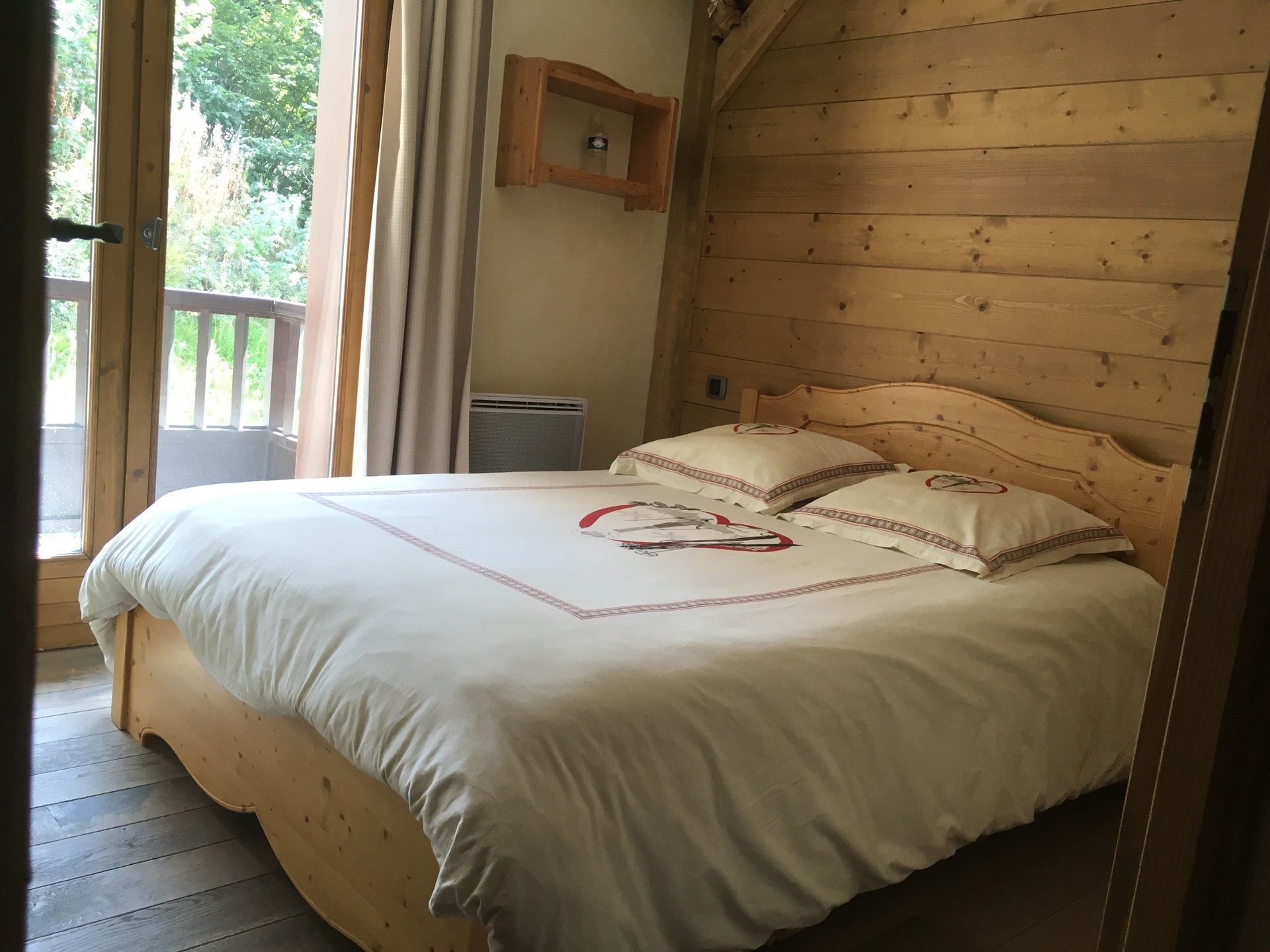 4 Rooms 8 Pers ski-in ski-out / LE COCHET B3