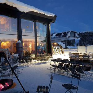 Apres ski at Skavlen restaurant